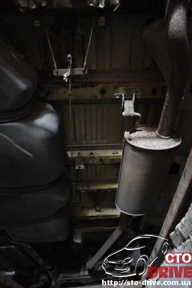 volkswagen-t5-antikorroziynaya-obrabotka-dnishha_9184