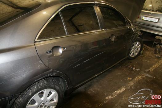 rihtovka dveri stoyki zamena kryila pokraska avto toyota camry 6268 526x350 custom Рихтовка двери, стойки, замена крыла, покраска авто   Toyota Camry