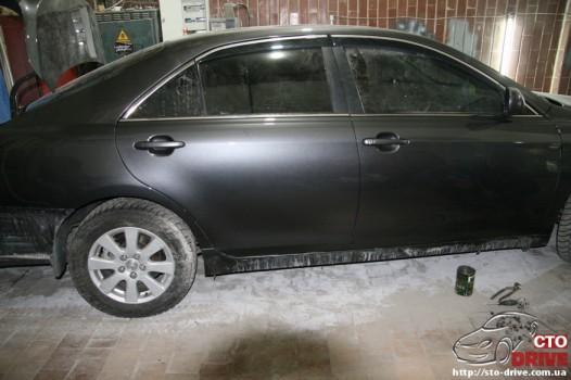rihtovka dveri stoyki zamena kryila pokraska avto toyota camry 6389 526x350 custom Рихтовка двери, стойки, замена крыла, покраска авто   Toyota Camry