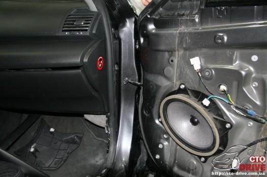 rihtovka dveri stoyki zamena kryila pokraska avto toyota camry 6579 526x350 custom Рихтовка двери, стойки, замена крыла, покраска авто   Toyota Camry