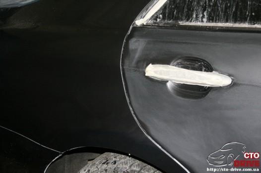 rihtovka dveri stoyki zamena kryila pokraska avto toyota camry 6612 526x350 custom Рихтовка двери, стойки, замена крыла, покраска авто   Toyota Camry