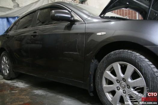 rihtovka dveri stoyki zamena kryila pokraska avto toyota camry 6627 526x350 custom Рихтовка двери, стойки, замена крыла, покраска авто   Toyota Camry