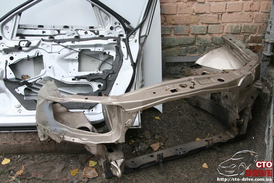 rihtovka pokraska opel omega 1726 Рихтовка, покраска авто   Opel Omega. Замена передней панели. Восстановление геометрии кузова
