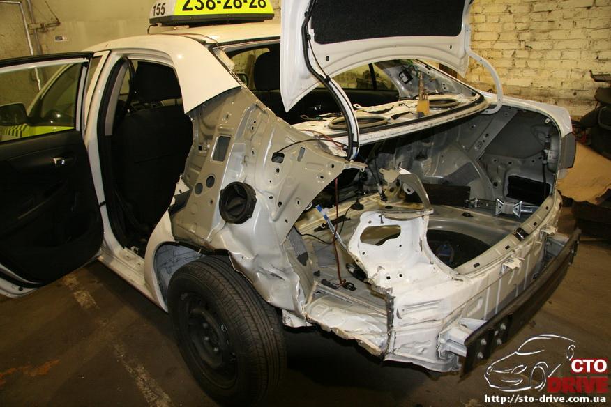 zamena zadnego kryila toyota corolla pokraska avto kiev 3641 Замена заднего крыла   Toyota Corolla. Покраска авто Киев