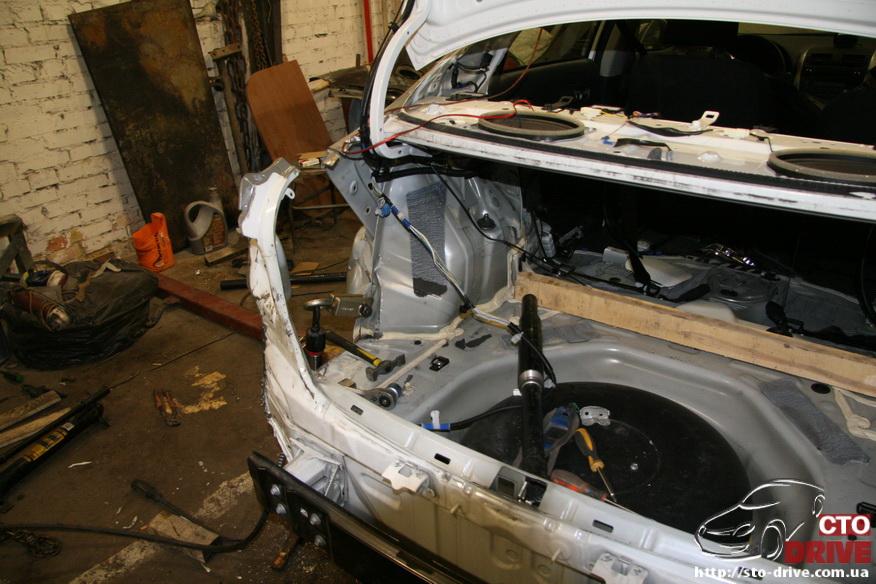 zamena zadnego kryila toyota corolla pokraska avto kiev 3650 Замена заднего крыла   Toyota Corolla. Покраска авто Киев