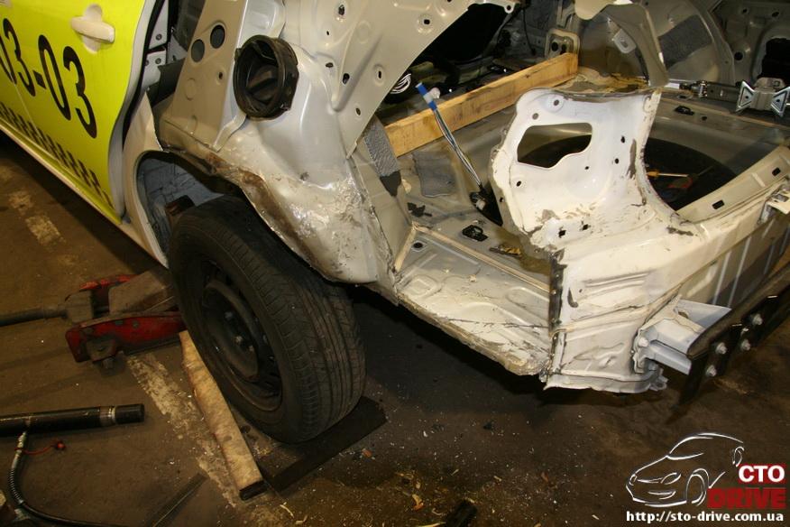 zamena zadnego kryila toyota corolla pokraska avto kiev 3662 Замена заднего крыла   Toyota Corolla. Покраска авто Киев
