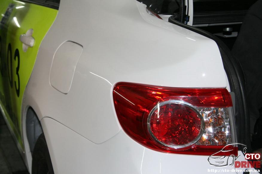 zamena zadnego kryila toyota corolla pokraska avto kiev 4163 Замена заднего крыла   Toyota Corolla. Покраска авто Киев